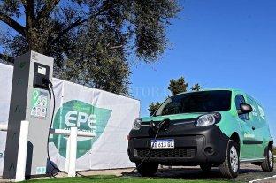 La provincia inauguró las primeras estaciones de carga para vehículos eléctricos