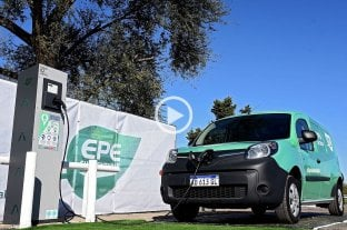 La provincia inauguró las primeras estaciones de carga para vehículos eléctricos -