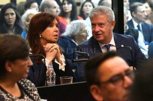 Autorizaron a Cristina Kirchner a no concurrir al juicio si tiene actividad en el Senado -  -