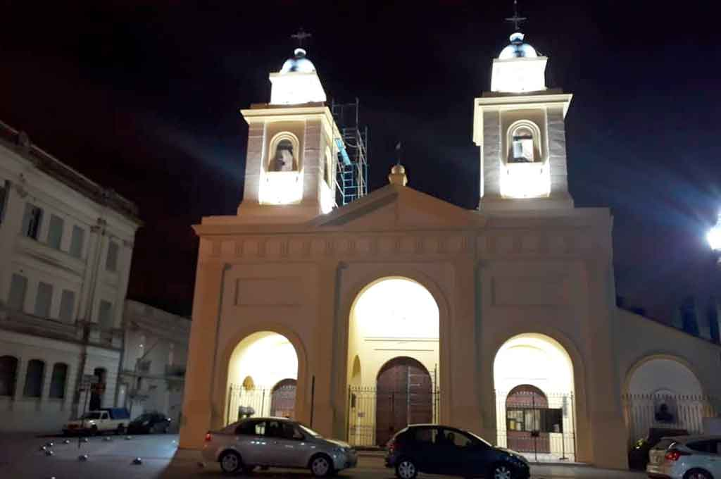 Los festejos por el 25 de Mayo  - La Catedral ya luce la nueva iluminación externa al igual que la nueva pintura. -