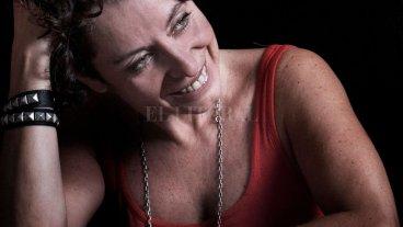 """Marta Dillon en el ciclo """"Otras miradas para pensarnos"""" - Marta Dillon es periodista y activista argentina. Desde hace años se desempeña como editora del suplemento feminista Las 12, del diario Página/12.  -"""