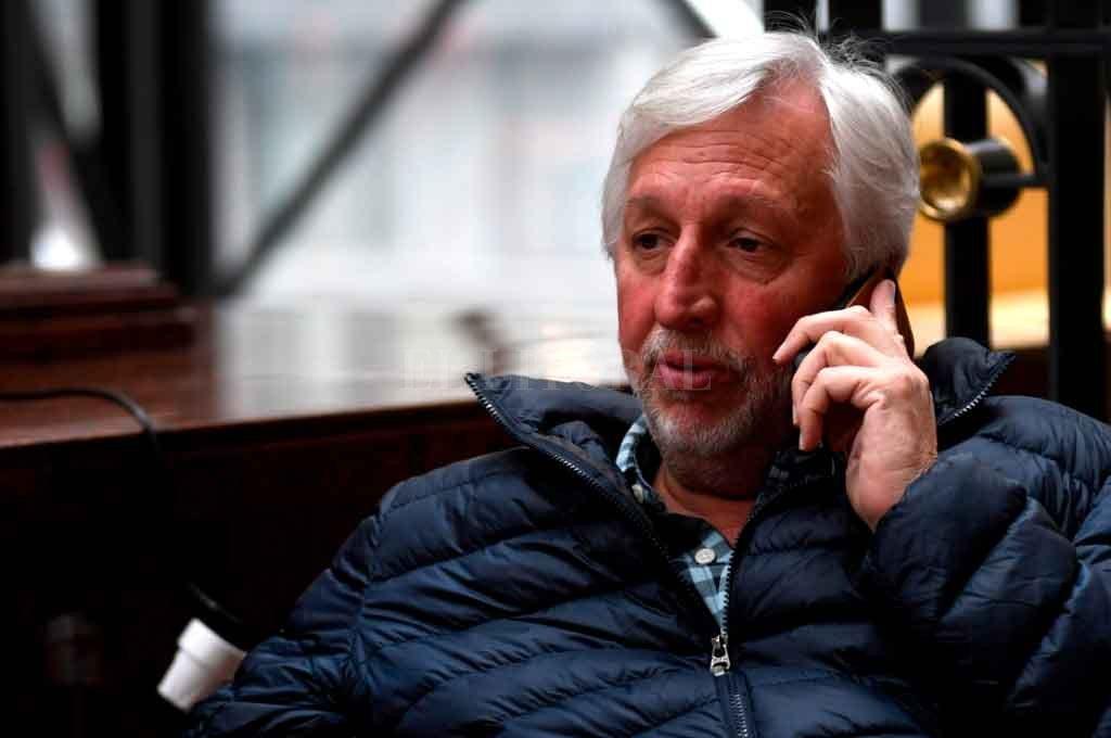 """""""Colón no está ni por la positiva ni por la negativa"""" - José Alonso en el hotel de Montevideo, antes de partir hacia el estadio para ver el 0 a 0 de la ida ante River. Regresó y se fue de inmediato a Buenos Aires a la reunión informal de Superliga representando a Colón. -"""