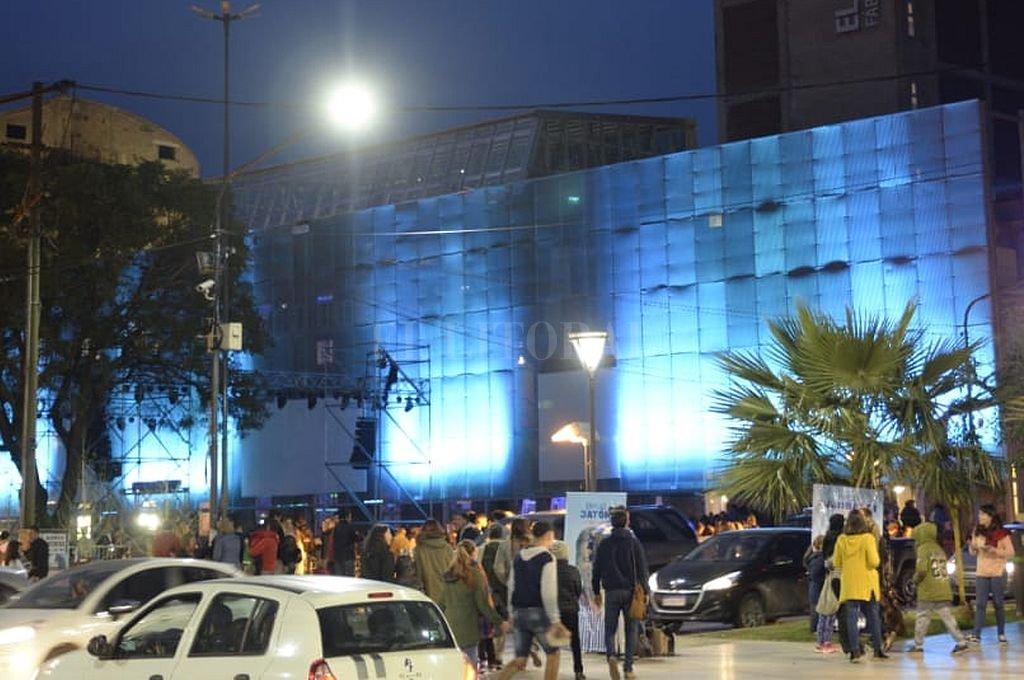 """Una """"sinfonía azul"""" dio la bienvenida a los nuevos espacios de """"El Molino"""""""