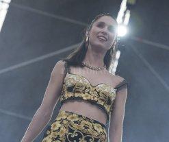 Romper las barreras - Valenzuela durante su actuación en el Festival Nuestro, el pasado 18 de mayo en Tecnópolis; allí compartió escenario con Nathy Peluso, Miss Bolivia, Juana Molina y más artistas. -
