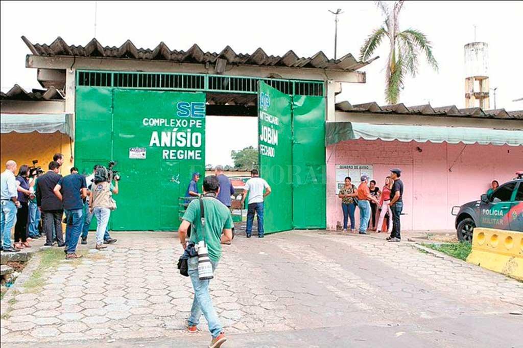 Salvaje enfrentamiento en una cárcel dejó al menos 15 muertos