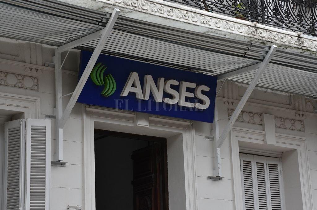 ANSES anunció un nuevo aumento en jubilaciones y asignaciones -  -