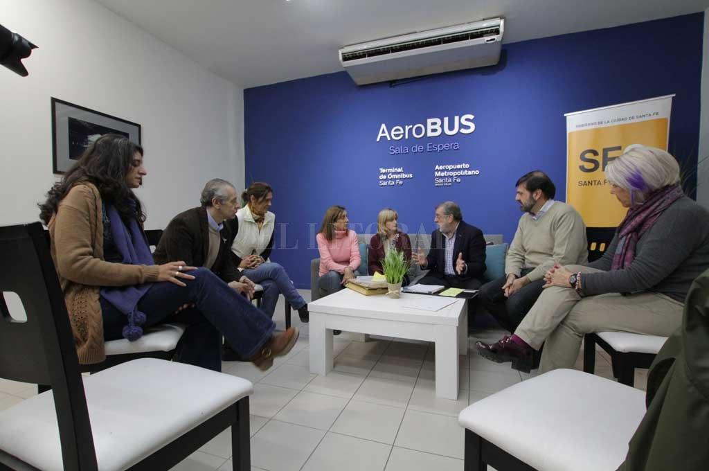 Rueda de prensa. En la sala de espera que tiene el Metrobus en la Terminal se presentaron las firmas que participarán del proceso. <strong>Foto:</strong> Mauricio Garín