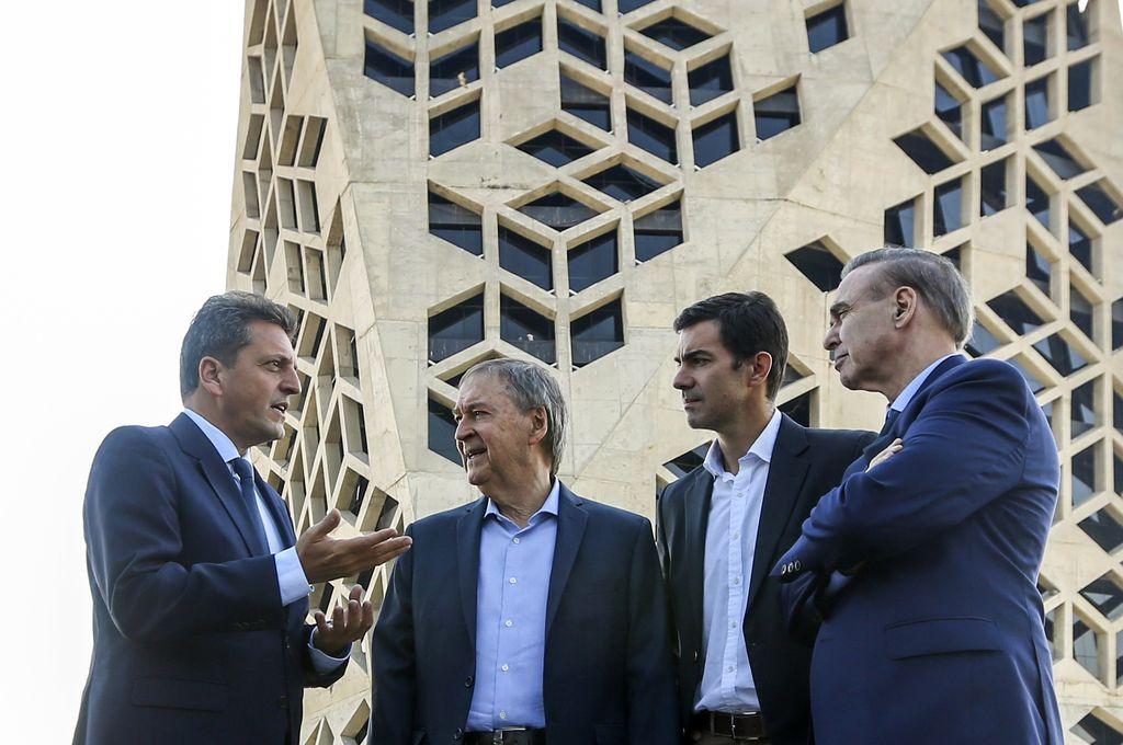 Massa con Schiaretti, Urtubey y Pichetto, el martes en Córdoba. La estrategia de alianzas del Frente Renovador sólo excluye a Cambiemos.  <strong>Foto:</strong> NA