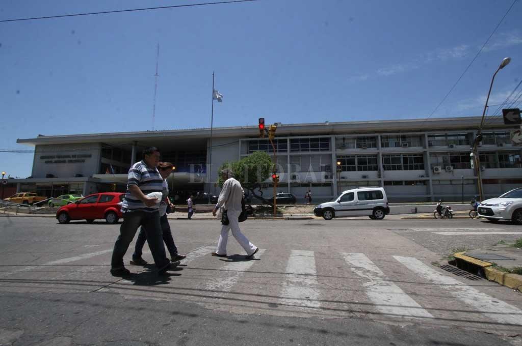 La estación de micros local sigue esperando una definición sobre su destino final. Hoy es administrada por la Municipalidad. Crédito: Archivo El Litoral / Mauricio Garín