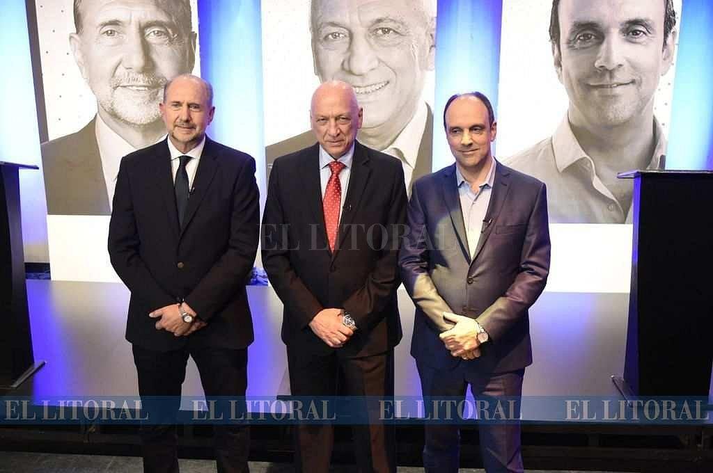 Omar Perotti, Antonio Bonfatti y José Corral. Uno de ellos será elegido gobernador el próximo domingo. Una semana antes, se encontraron anoche para discutir sus propuestas. <strong>Foto:</strong> Marcelo Manera