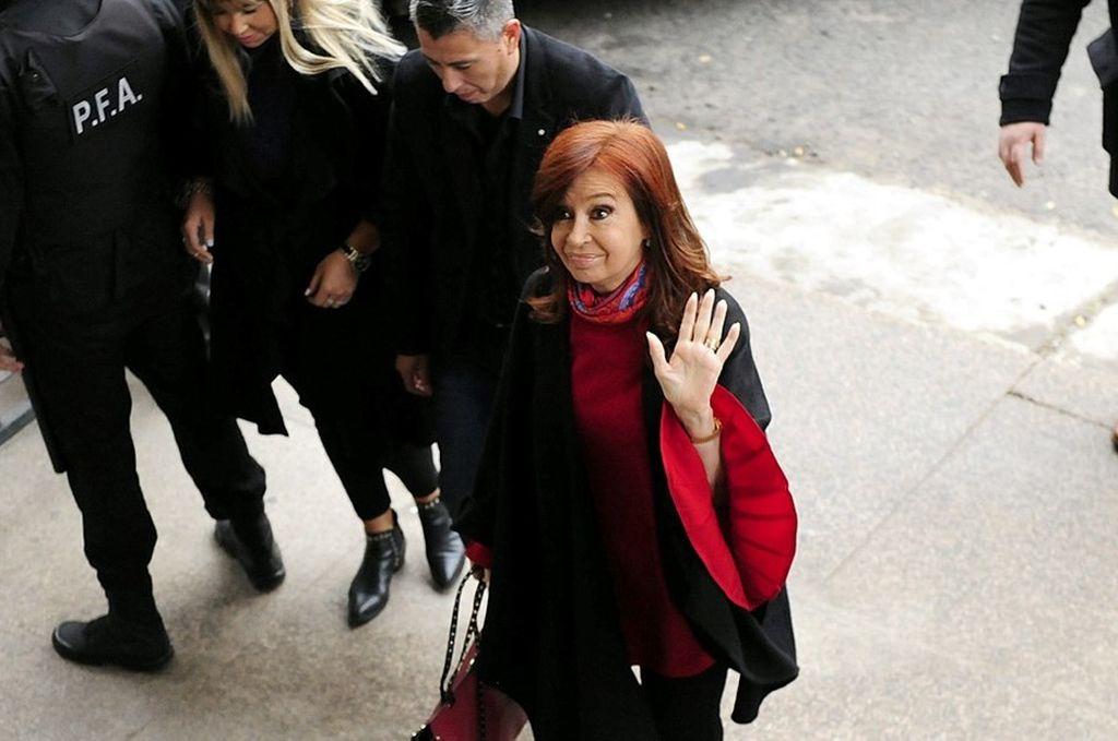 Cristina Fernández acude a cuarta sesión de juicio por presunta corrupción