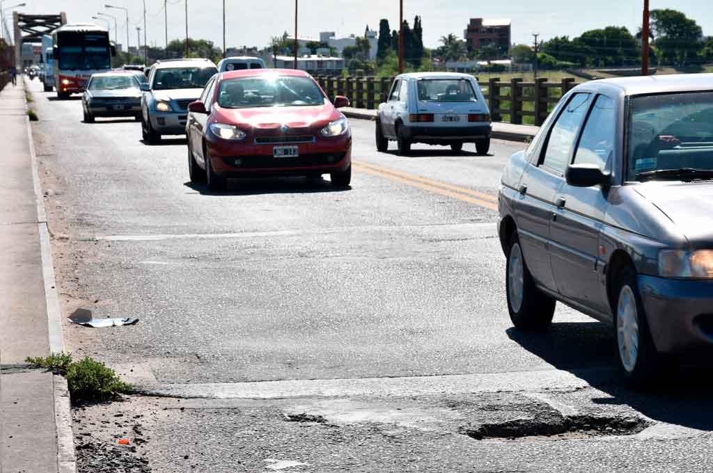 Anhelo.Las obras sobre el puente Carretero,son motivo de reclamos por parte de los más de 40 mil habitantes que lo transitan a diario.  Crédito: Luis Cetraro