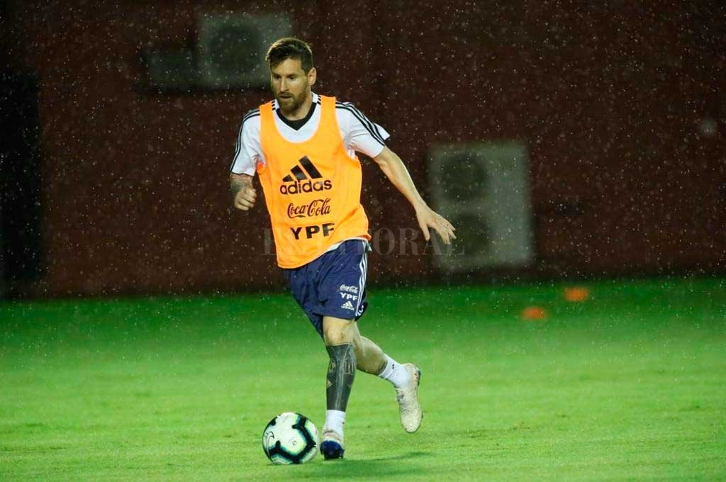 Messi, bajo la lluvia del norte de Brasil <strong>Foto:</strong> Twitter Selección Argentina