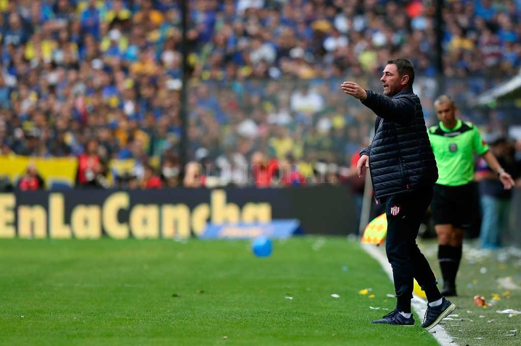 Eduardo Magnín, el día que dirigió al equipo en la Bombonera después de la renuncia de Marini. Tuvo buenos resultados en la reserva, pero se decidió no renovarle el contrato. Crédito: Matías Nápoli
