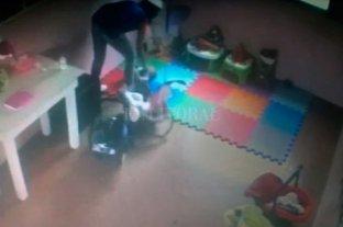 Ordenaron detener a la maestra que fue filmada maltratando a una beba - -