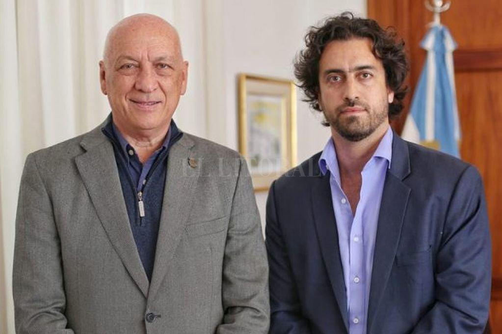 Sebastián Cáceres junto al candidato a gobernador Antonio Bonfatti.  <strong>Foto:</strong> Captura de Internet