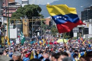 Según una encuesta, el 47% de los venezolanos quiere emigrar