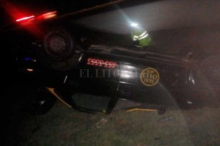 Volcó un taxi en la autopista Rosario - Córdoba