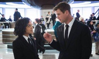 """Negro para hombres y mujeres  - Thompson y Hemsworth recuperarán la química que mostraron en """"Thor: Ragnarok"""". -"""