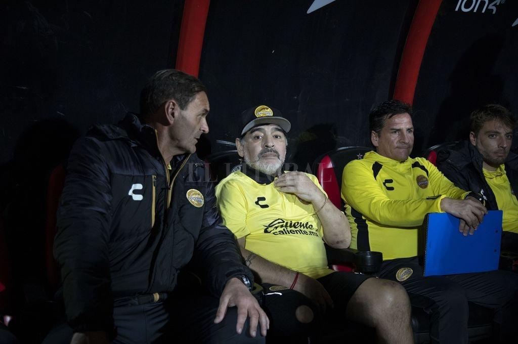 Diego Armando Maradona deja a Dorados por motivos de salud