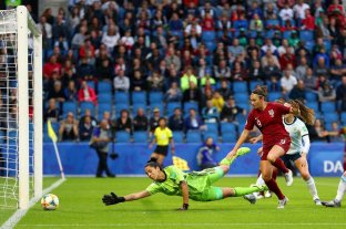 Argentina cayó ante Inglaterra por la mínima -  -