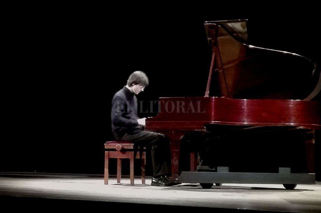 El pianista formado en Suiza presentó un programa compuesto por obras de Beethoven, Messiaen, Mussorgsky y de propia autoría. <strong>Foto:</strong> L.S.