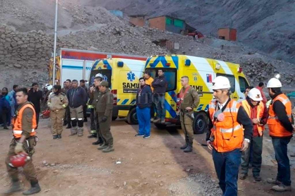 Rescataron a uno de los tres mineros atrapados en el norte de Chile y hallaron a otro muerto