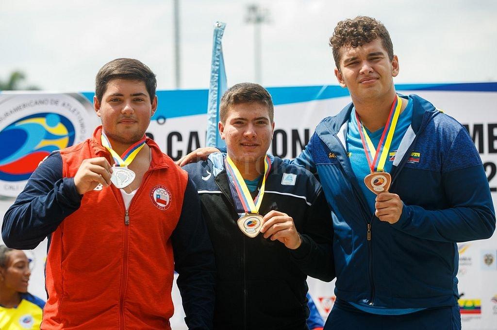 El argentino Julio Nóbile se consagró por primera vez campeón sudamericano desde que inició su ascendente carrera que lo llevó a ser finalista de los Juegos Olímpicos de la Juventud. Oscar Muñoz Badilla.