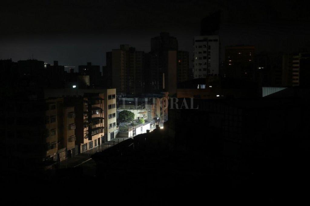 Falla a nivel nacional deja sin luz a Santa Fe y parte del país