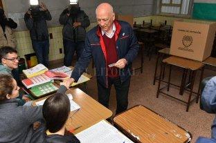Bonfatti, uno de los primeros en votar - Antonio Bonfatti. -