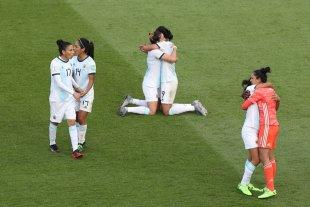 Las chicas se ilusionan con pasar a octavos - Festejo lógico. Las chicas de Argentina empataron ante Japón en el debut del Mundial de Francia, primer punto conseguido por un conjunto femenino en mundiales.  -