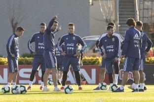 Scaloni no paró equipo y mantuvo el interrogante sobre posibles cambios ante Paraguay -  -