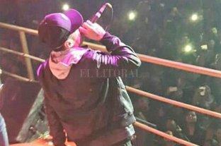 Detienen a un cantante de cumbia tras amenazar a una mujer y atropellar a un policía