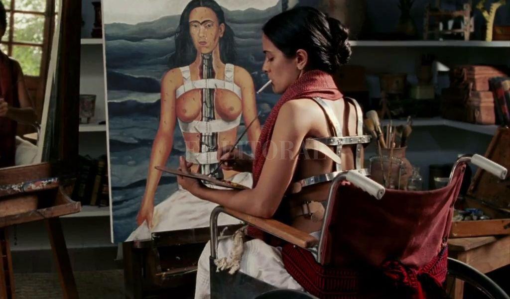 La película de Julie Taymor sigue la vida de Frida, centrándose en la relación que mantuvo durante años con el también pintor Diego Rivera. <strong>Foto:</strong> Miramax