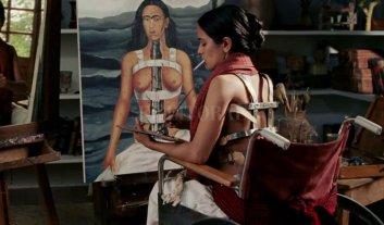 Proyectan film sobre Frida Kahlo - La película de Julie Taymor sigue la vida de Frida, centrándose en la relación que mantuvo durante años con el también pintor Diego Rivera. -