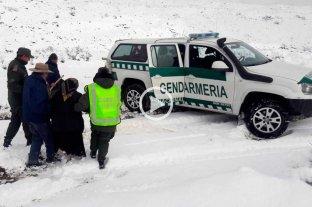 Gendarmería evacuó a una mujer de 105 años y a un hombre de 75 aislados por la nieve