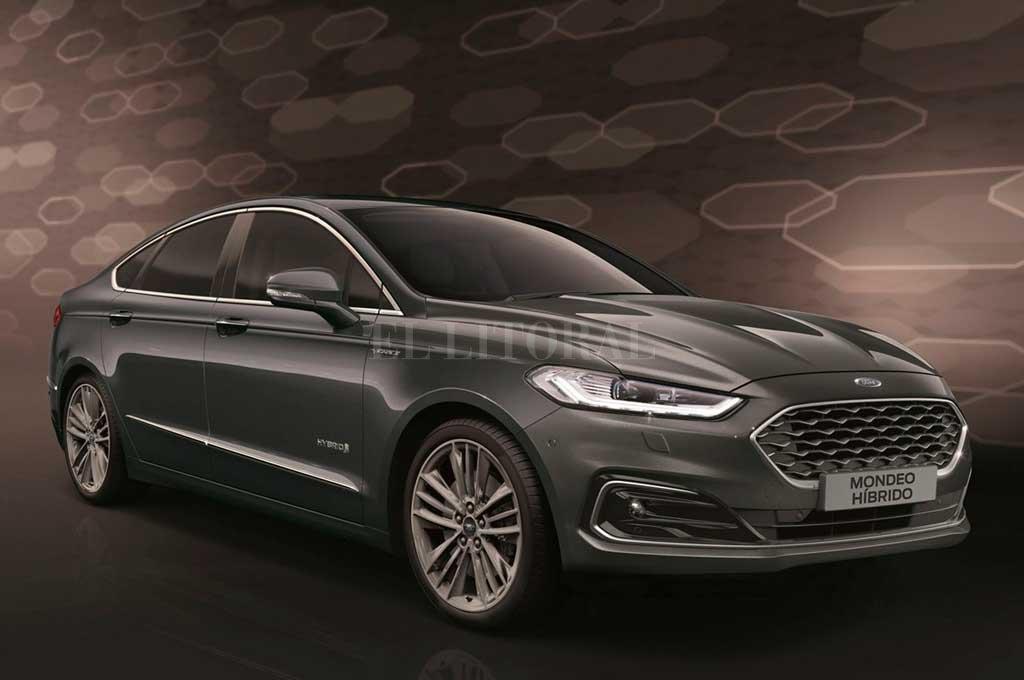 Ford presentó su primer modelo electrificado en el país: el nuevo Mondeo Vignale Hybrid