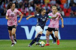 Mundial femenino: Argentina perdía 3 a 0, lo empató y deberá esperar resultados -