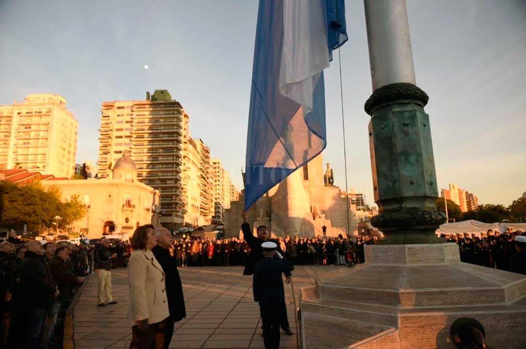 Breve acto por el Día de la Bandera en Rosario