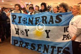 Video: afectuoso recibimiento a la Selección Argentina de fútbol femenino -  -
