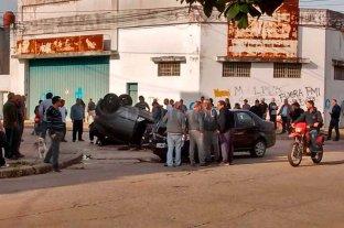 Choque y vuelco en barrio Sargento Cabral