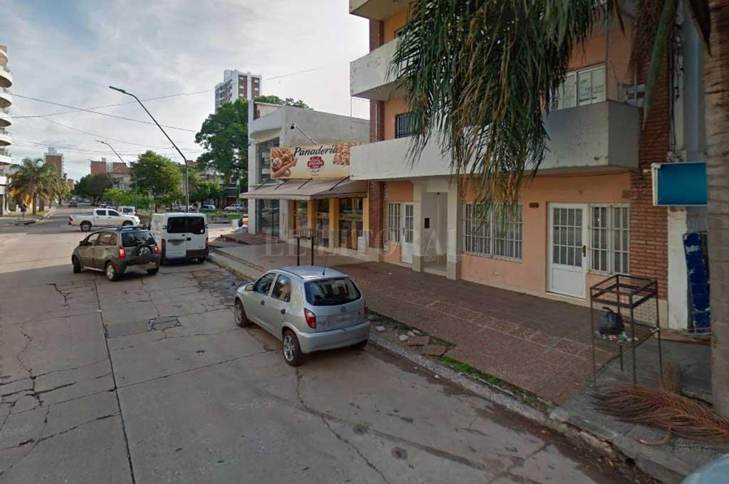 A mano armada robaron en una panadería de la ciudad