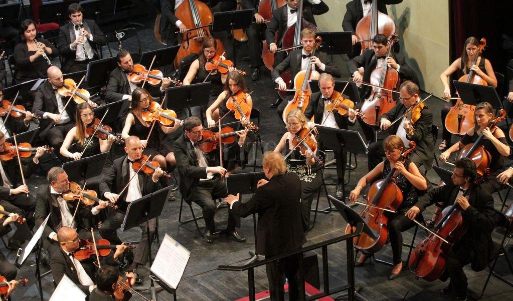 La Orquesta Sinfónica durante un concierto realizado en 2018 bajo la dirección de Enrique Diemecke. <strong>Foto:</strong> Archivo El Litoral / Manuel Fabatía