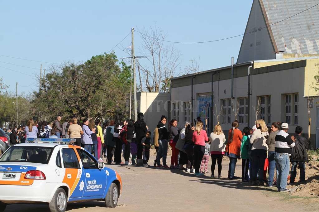 En barrio Centenario intentan retomar la actividad escolar