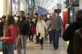 Las ventas en supermercados y shoppings cayeron en abril 12,6% y 22,9% interanual