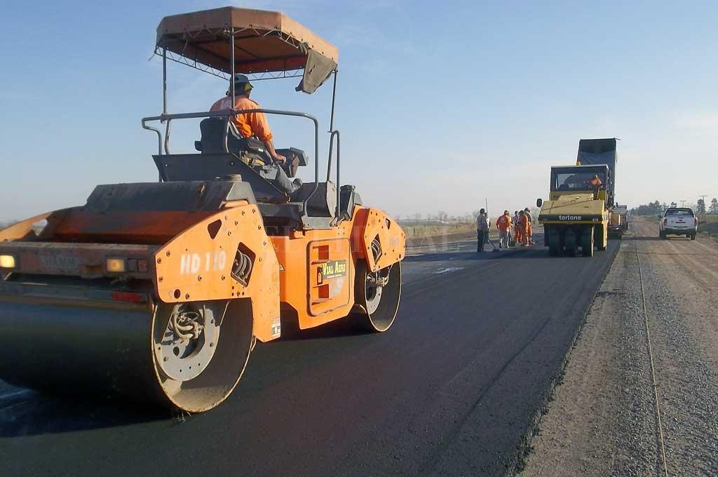 """CON 2400 KILÓMETROS DE RUTAS REPARADAS, más de 1000 repavimentadas y más 250 kilómetros de pavimento nuevo podemos decir que hemos hecho lo que dijimos que íbamos a hacer"", aseguró Garibay. <strong>Foto:</strong> El Litoral"