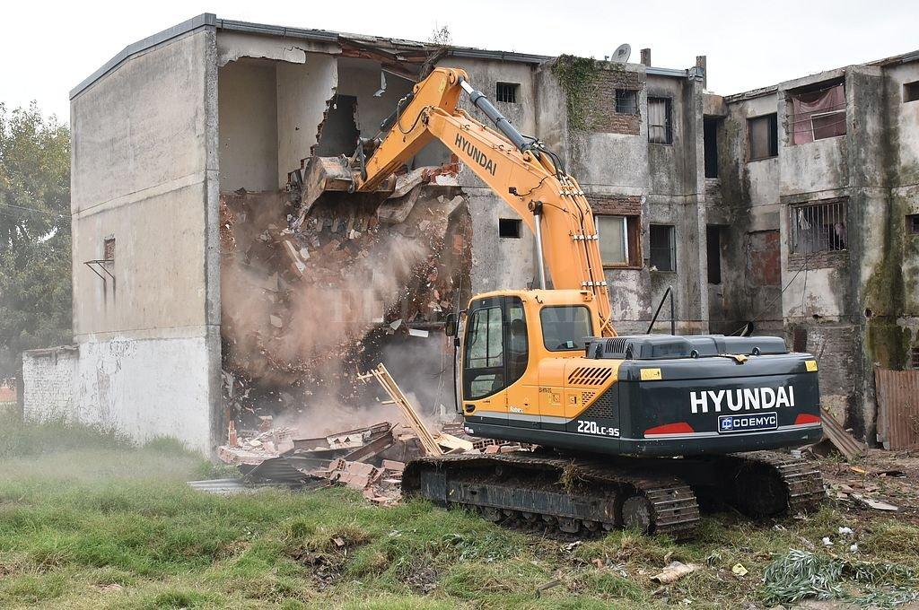 Demolerán otro monoblock del barrio Acería