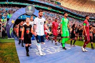 "La historia del niño que entró a la cancha con Messi: ""Tararea el himno"""