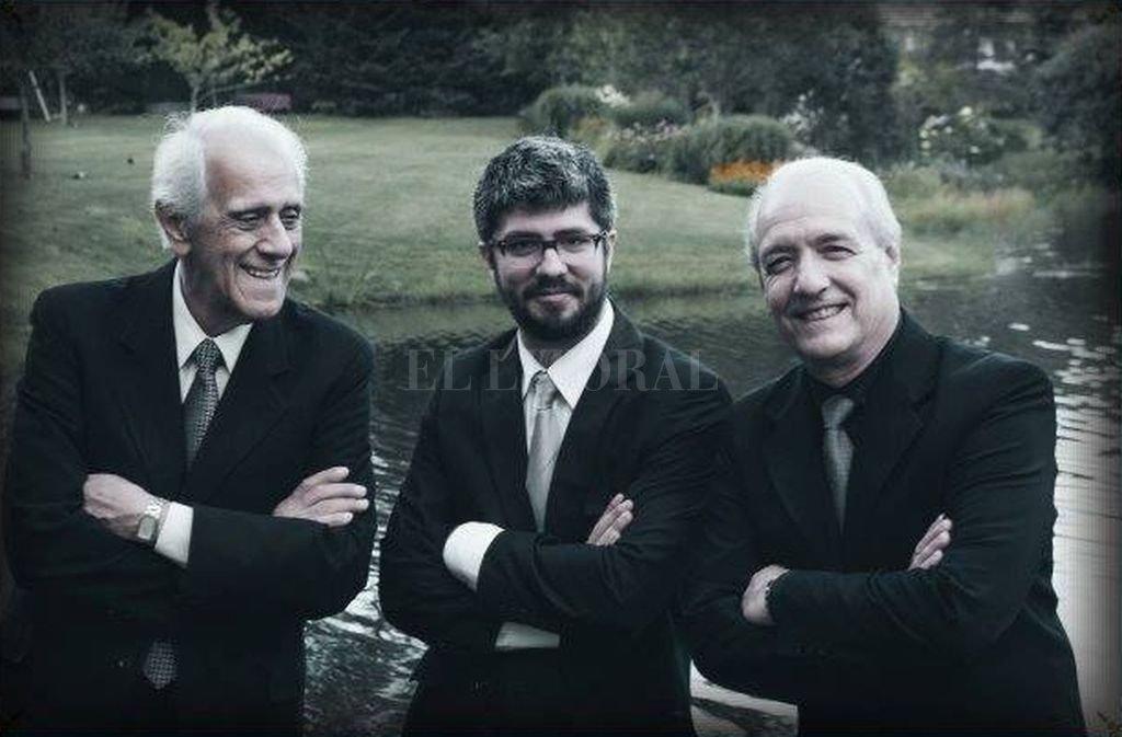 Cruce generacional: Víctor Lavallén (bandoneón), Pablo Estigarribia (piano) y Horacio Cabarcos (contrabajo). <strong>Foto:</strong> Gentileza producción