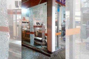 Destrozos y robo en un comercio de la Av. Facundo Zuviría